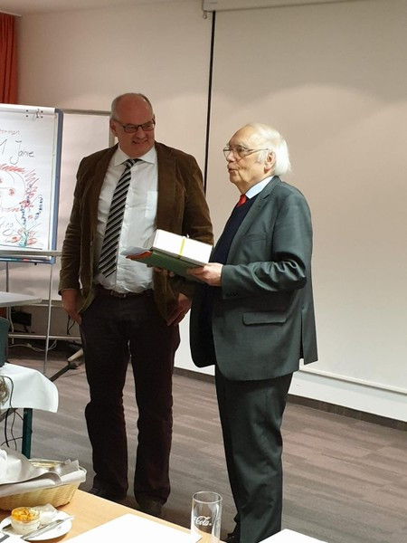 Ortsvereinsvorsitzender Prof. Dr. Nikolaus Netzer (links) mit dem Festredner Prof. Dr. Bernd Faulenbach bei der 111 Jahrfeier der SPD Bad Aibling im Hotel St. Georg